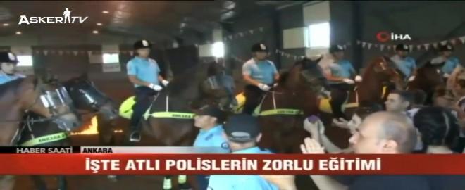 Atlı Polislerin Zorlu Eğitimi