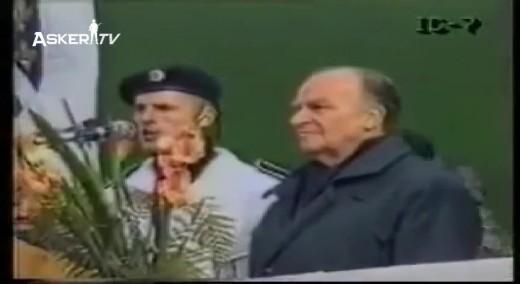 Bosna Liderinin Askerlerini Selamlayışı